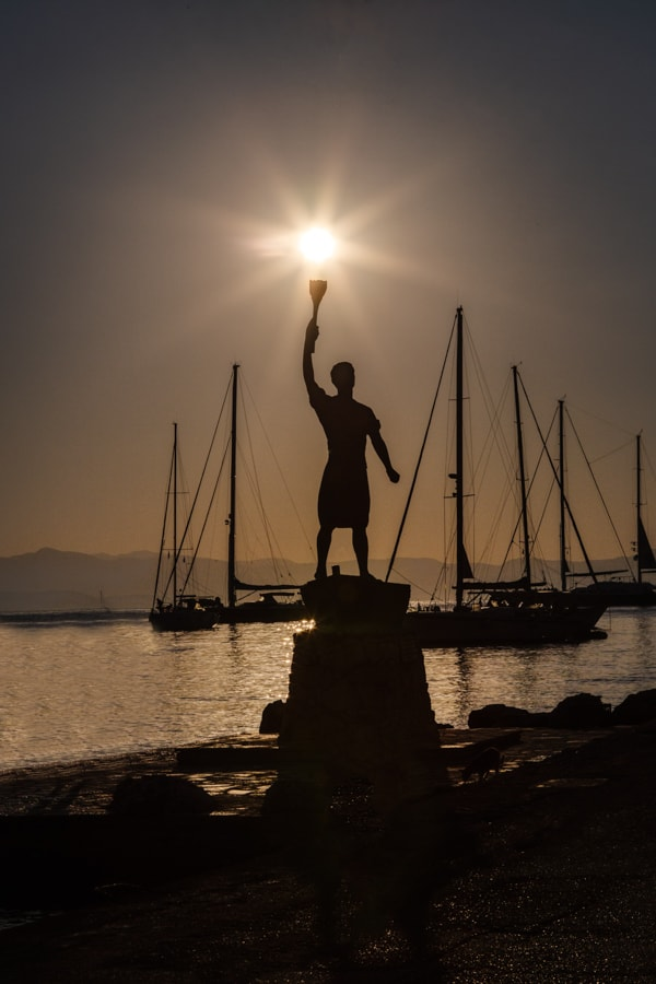 Picture of the Anemogiannis Monument with a burst of sun in Gaios on the Greek Island of Paxos. Statue Anemogiannis