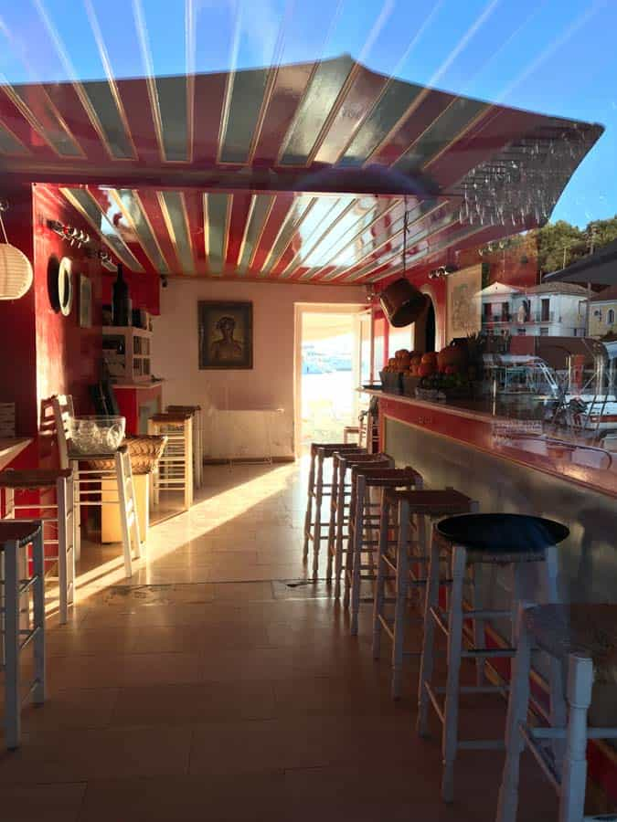 The inside of the Roxi Bar in Loggos